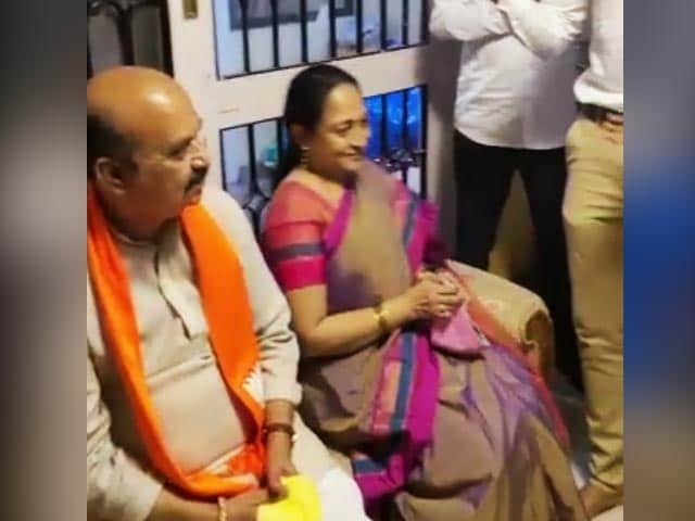 Video : Watch: Karnataka's Chief Minister Gets Musical Surprise, Courtesy Family