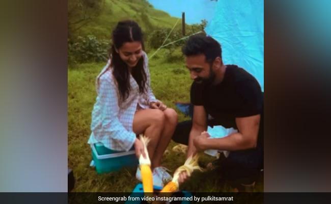 Pulkit Samrat And Kriti Kharbanda's Date Was A'maze'ingly Romantic
