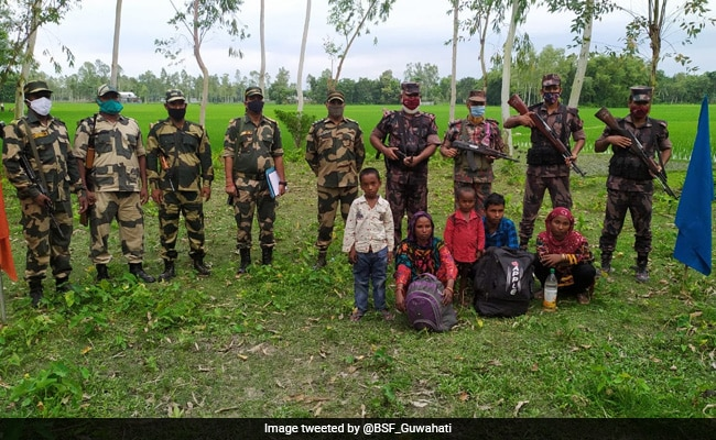 5 Arrested Bangladeshis Handed Over To Bangladesh Guards As Goodwill Gesture