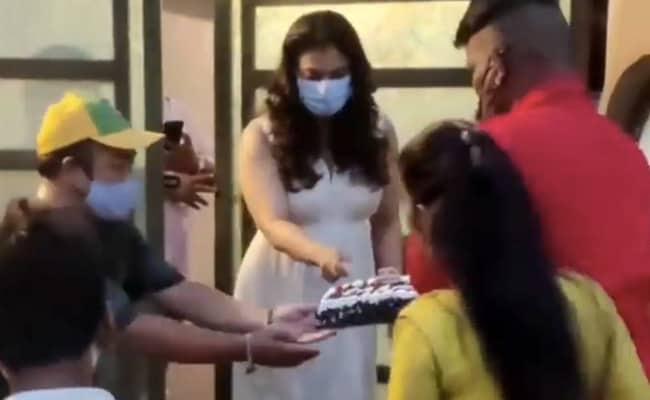Kajol ने बर्थडे केक काटते हुए की ऐसी हरकत, लोगों ने कहा- घमंडी औरत इसके लायक नहीं...देखें Video