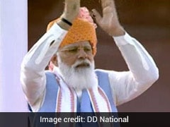 PM Gives An Ovation To Olympians Present At Red Fort