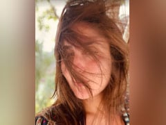 """""""Gone With The Wind"""": Kareena Kapoor Captions Her New Pic From Maldives"""