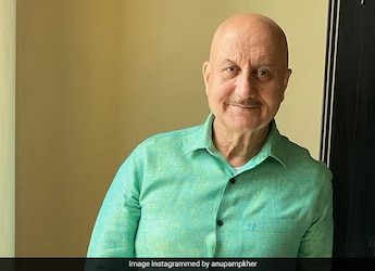 Anupam Kher Enjoys Desi Spread In NYC With This 90's Bollywood Actor