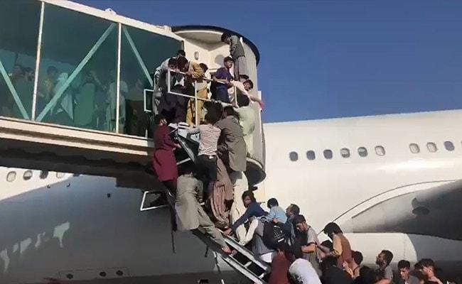 Afghanistan-Taliban Crisis: Hundreds Jostle To Board Plane - Desperate  Scenes At Kabul Airport