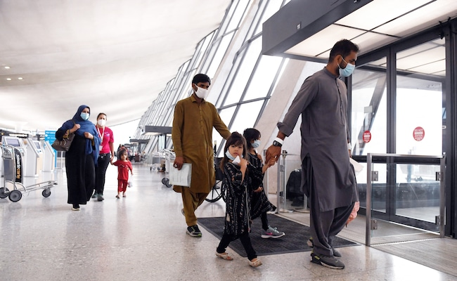 US Ramps Up Afghan Evacuations After Taliban Warn Of 'Red Line'