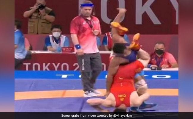 Tokyo Olympics: दीपक ने आखिरी सेकेंड में चली ऐसी खतरनाक चाल, चीन का पहलवान ऐसे धूल चाटने पर हुआ मजबूर- Video