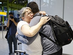 """""""Struggling To Put Into Words"""": Fully Vaccinated EU, US Passengers Arrive In UK"""