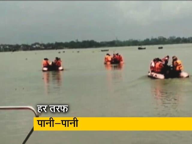 Video : UP में बाढ़ का कहर जारी, मिर्जापुर में गंगा में तैरता दिखा कंक्रीट का ढांचा