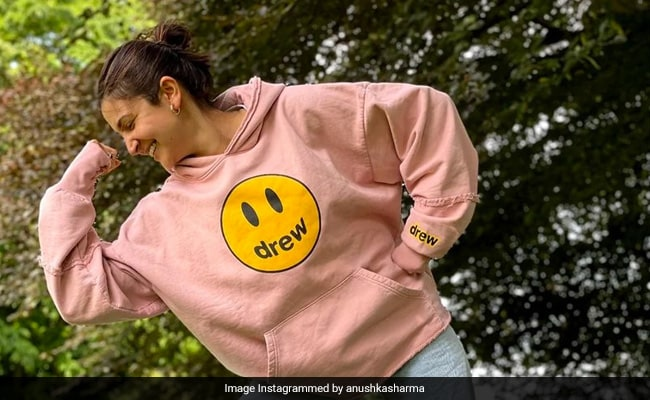 Just Some 'Very Casual' Pics Of Anushka Sharma Flexing In A Park. Don't Ask Why