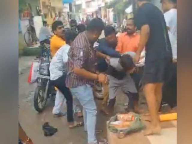 Video : Bangle Seller Attacked In Indore Accused Of Molesting Minor, Case Filed