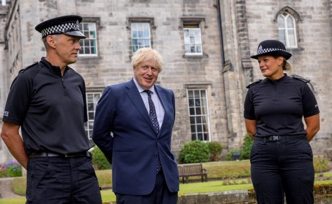 Boris Johnson Won't Isolate After Staff Member Tests Covid Positive