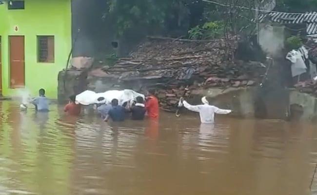Video: Madhya Pradesh Villager's Final Journey Through Flood Waters