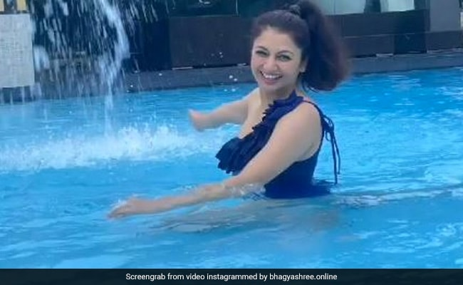 Watch: Actress Bhagyashree Explains Why Eating Peas Is Important