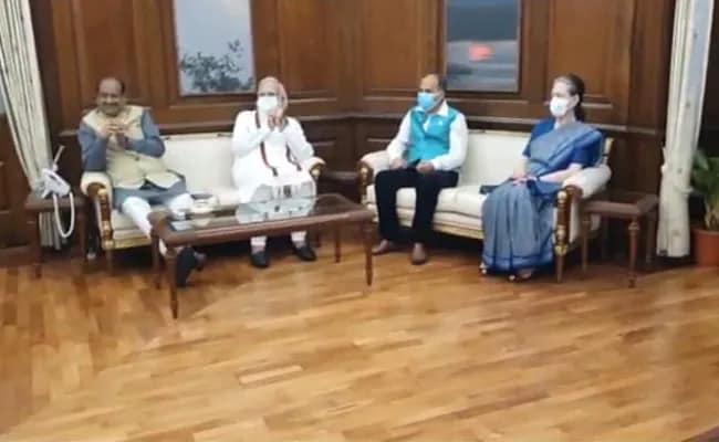 एक साथ नजर आए पीएम मोदी और सोनिया गांधी, पक्ष और विपक्ष के नेताओं के साथ ओम बिरला ने की बैठक