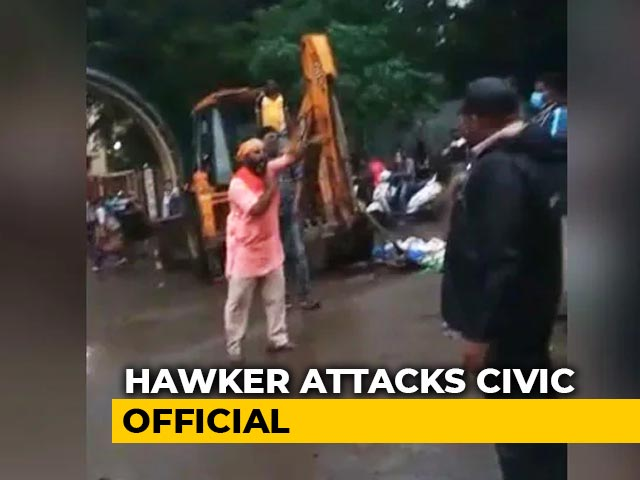 Video : Civic Official Loses 3 Fingers After Angry Hawker Attacks Her Near Mumbai