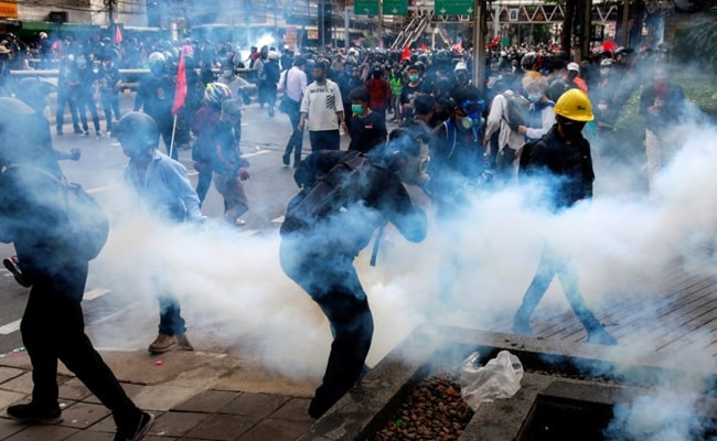 Thai Anti-Government Protesters Clash With Police In Bangkok