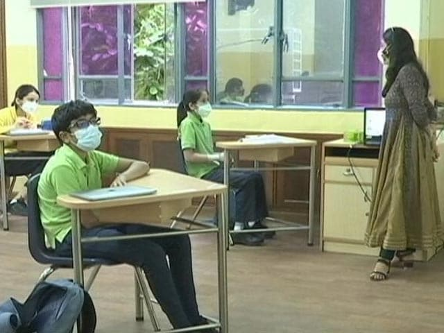 Video : Delhi: 50% Students Per Classroom, Staggered Lunch Breaks Among Guidelines For Reopening Schools