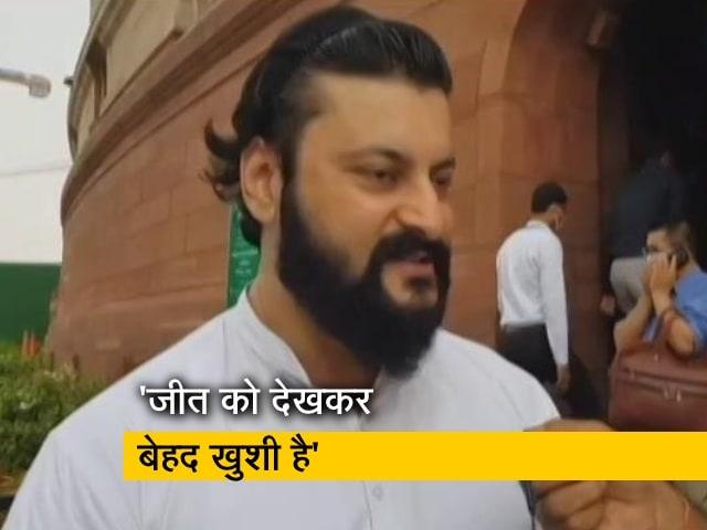 """Video : """"हॉकी में दोनों टीमें गोल्ड जीतकर लाएं"""", NDTV से बोले सांसद अनुभव मोहंती"""