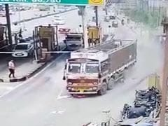 Watch: How A Truck Driver Averted A Crash After Brake Fails At Toll Plaza