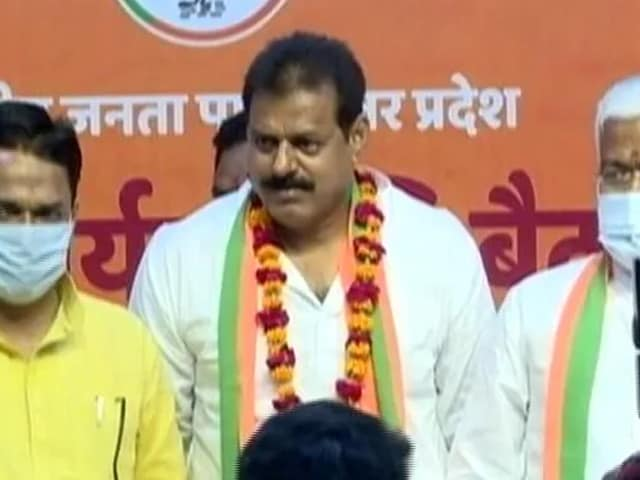 """Video : BJP MP Objects To Induction Of Ex-BSP MLA Into Party, Cites """"Criminal Background"""""""