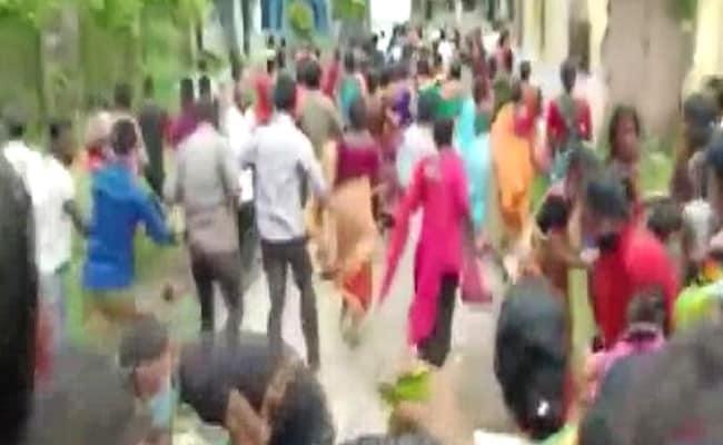 बंगाल में कोविड टीकाकरण केन्द्र पर भगदड़ मचने से 25 लोग घायल