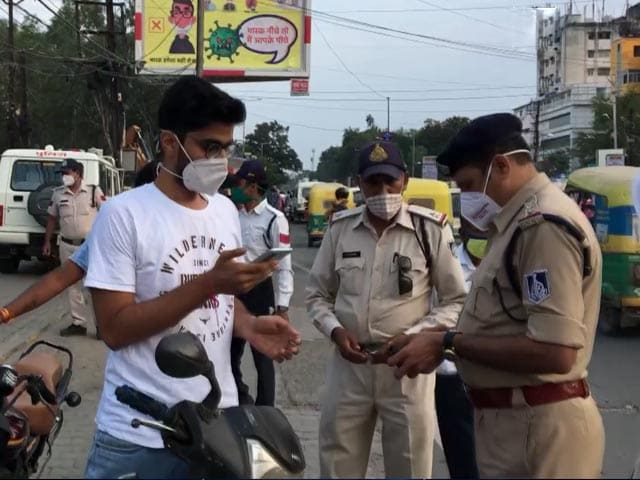 Video : Traffic Violators In Indore Asked To Manage Traffic Flow To Spread Awareness
