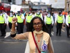 UK Police Warn Climate Protestors After Iconic Bridge Blocked