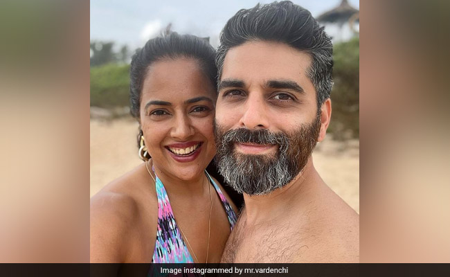 Sameera Reddy And Akshai Varde, Parents To Two Kids, Got Only '2 Seconds' To Click This Pic On Vacation With Family