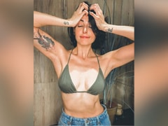 """Photoshop? Nah, Mandana Karimi Believes In """"Raw And Real"""" Pics"""