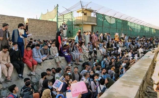काबुल एयरपोर्ट पर दो विस्फोटों में 13 की मौत'- तालिबान; आत्मघाती हमले की आशंका