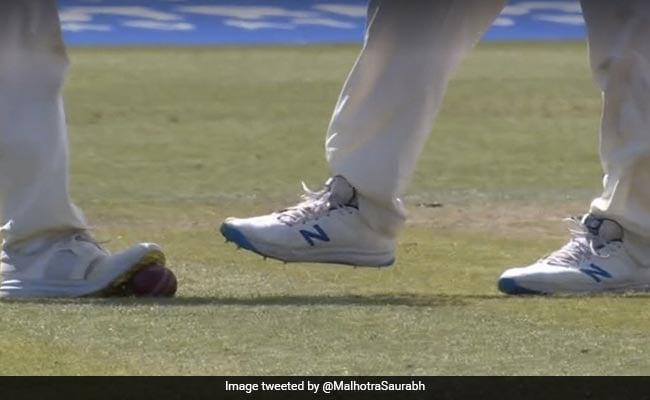 Video: इंग्लैंड खिलाड़ियों की अजोबोगरीब हरकत, बॉल को स्पाइक्स से घिसने की कोशिश करते पकड़े गए