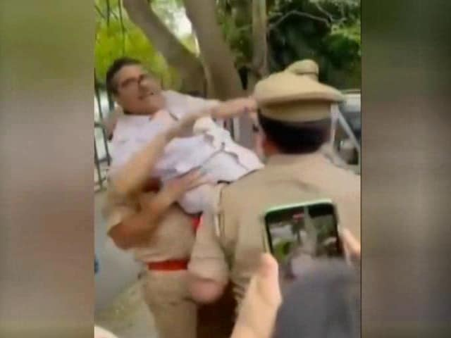 Video : Video Shows Dramatic Arrest Of UP Ex-Cop Who Challenged Yogi Adityanath