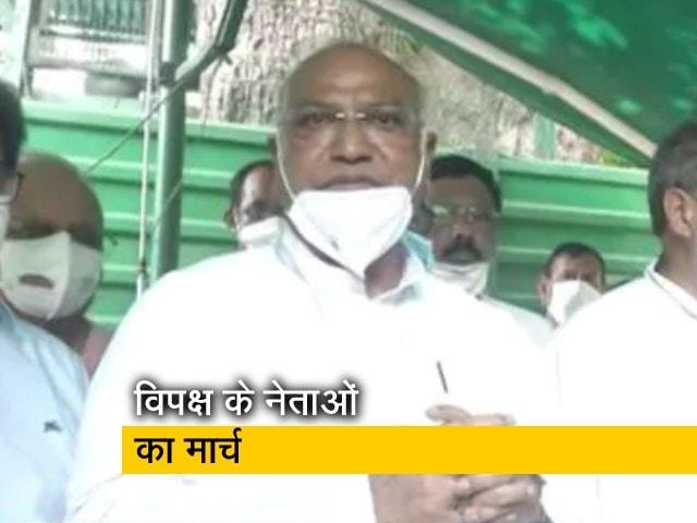 Videos : राज्यसभा चेयरमैन से मिला विपक्ष, कांग्रेस MP बोले- सरकार कर रही है बदनाम