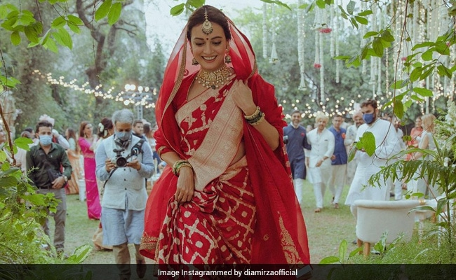 Dia Mirza Is The Happiest Bride In Her Wedding Throwback. Can You Spot Vaibhav Rekhi?