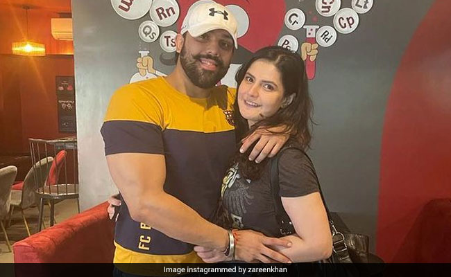Actress Zareen Khan And Boyfriend Shivashish Mishra Are Vacationing In Goa. See Trending Pics