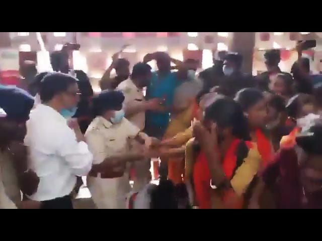 Video : Jharkhand: Girls Beaten Up For Protests Over Class 12 Marks