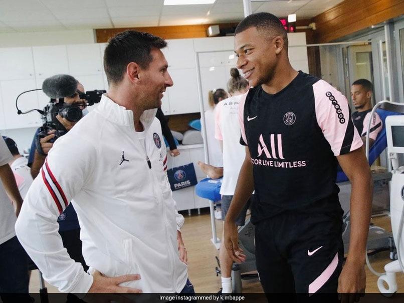 Lionel Messi Meets Teammates At First Paris Saint-Germain Training Session