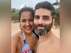 """Sameera Reddy And Akshai Varde, Parents To Two Kids, Got Only """"2 Seconds"""" To Click This Pic On Vacation With Family"""