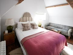 Home Decor Tips: Simple But Subtle Ideas To Make Your Guest Bedroom Into A Welcoming Abode