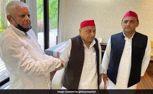'Natural To Discuss Politics': Lalu Yadav Meets Mulayam Singh Ahead Of UP Polls
