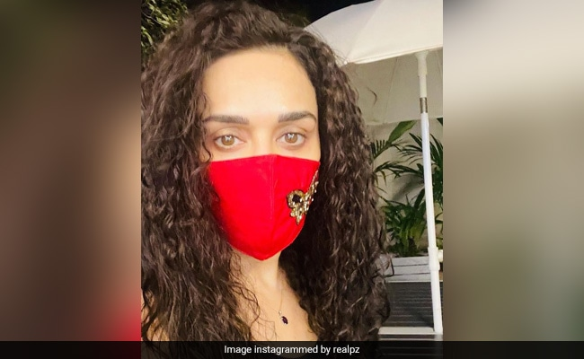 Preity Zinta's New Look Is Actually An Old Look - Remember Dil Chahta Hai's Shalini?