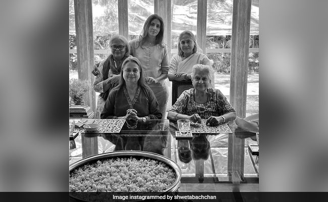 'Matriarchy': Shweta Bachchan Shares Pic With Mom Jaya, Grandmother And Aunts