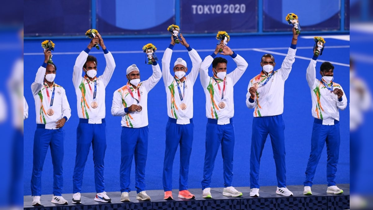 Tokyo Olympics: Emotional Scenes As Victorious Indian Hockey Players Get Their Medals. Watch   Olympics News - NDTV Sports