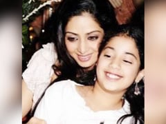 """""""Everything Is For You"""": Janhvi Kapoor Posts Childhood Memory Of Mom Sridevi On Her Birth Anniversary"""