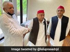 """Natural To Discuss Politics"": Lalu Yadav Meets Mulayam Singh Ahead Of UP Polls"