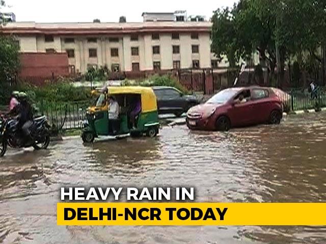 Video : Heavy Rain In Delhi Causes Waterlogging, Traffic Snarls