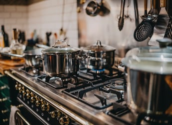 Planning To Buy Gas Stove? Here're 5 Best Options That Ensure Durability