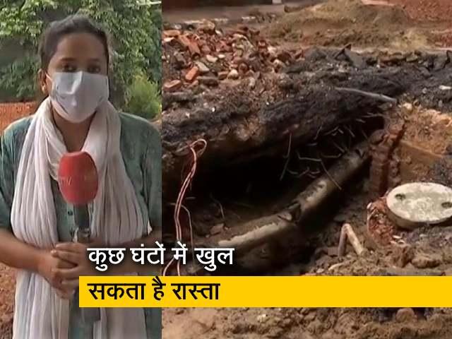 Video : दिल्ली: बारिश के चलते सड़क धंसने से बना 12 फुट का 'गुफानुमा' गड्ढा, मरम्मत जारी
