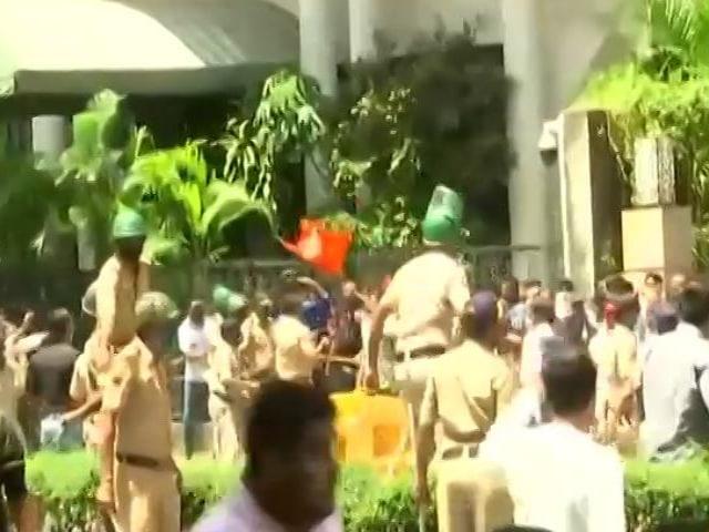 Video : Minister Narayan Rane Faces Arrest Over 'Slap Uddhav' Remark; BJP-Sena Clash