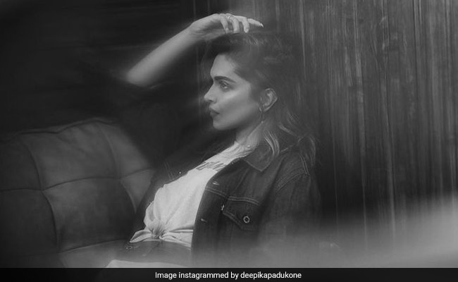 How To Look Stunning In Pics Like Deepika Padukone - 'Pause And Then Pose'